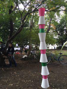 くさっぱら公園に不思議な塔あらわる。