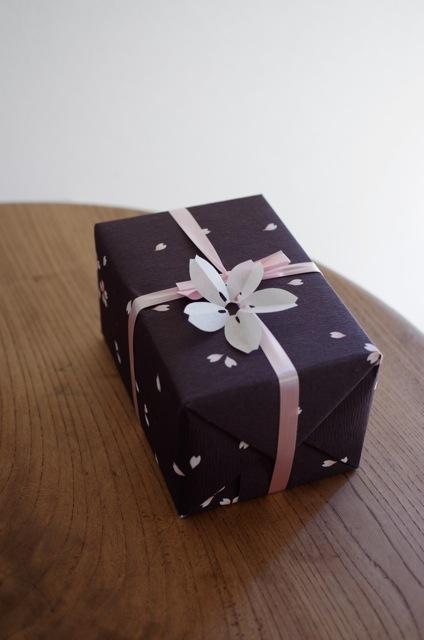 贈り物に、そっと一枚もんきりを添えて