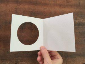 『紋切り型 のぞき紋』でつくる 丸窓カード