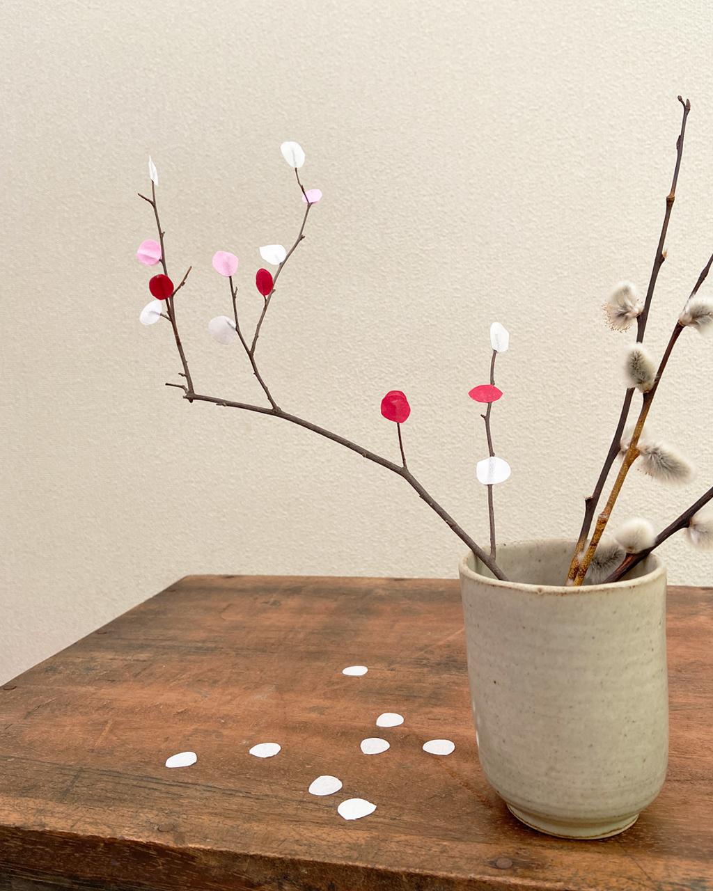 1/15小正月の餅花を、余った和紙折り紙で作ってみました